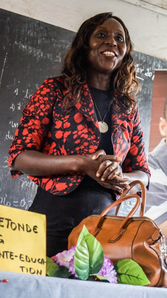 Cathy ETONDE, presidente ASCED au lycee de bepanda